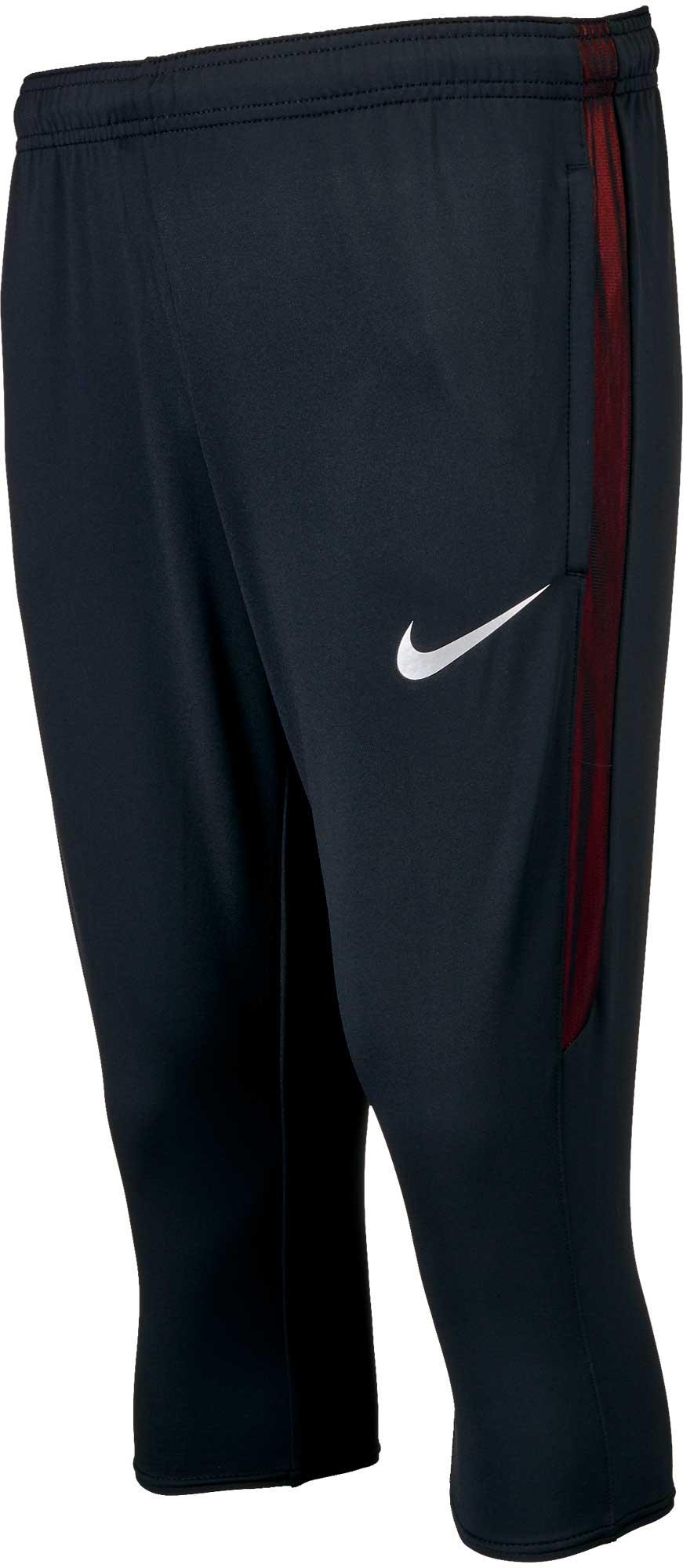 3/4 black shorts