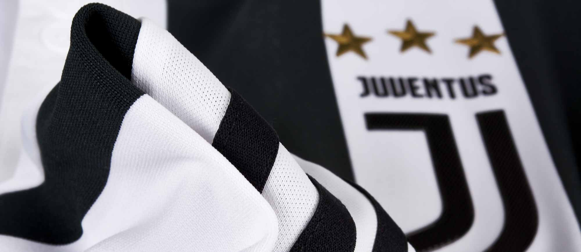 buy online d792b 5e8e9 adidas Juventus Authentic Home Jersey 2017-18 - Soccer Master
